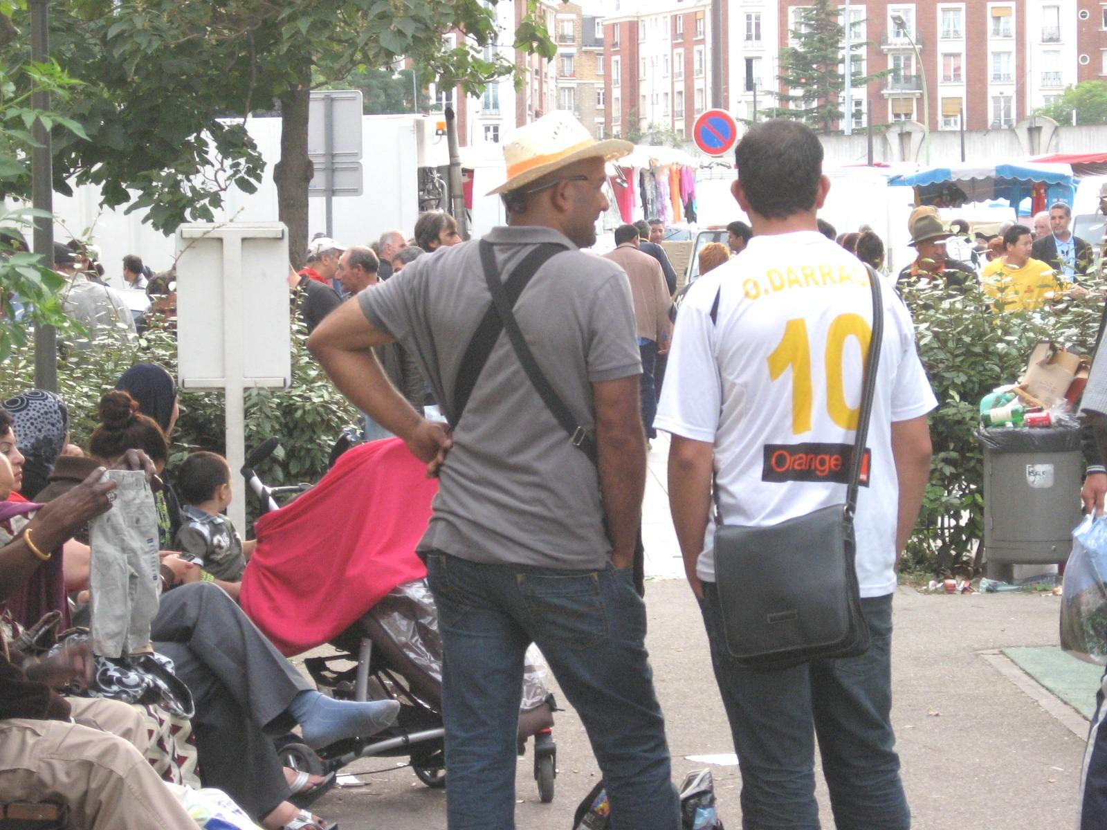 vendeurs à la sauvette dans le parc
