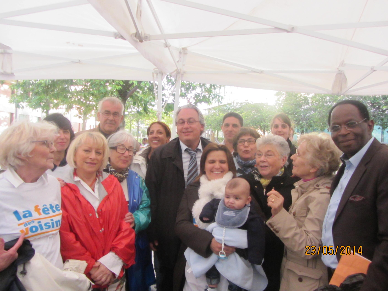 Le Maire Tony Di Martino et l'équipe de bénévoles Propreté du Square Varlin